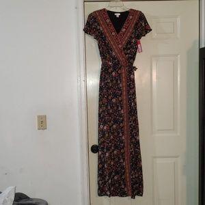 Xhilaration Flowery Short Sleeve Dress Size M